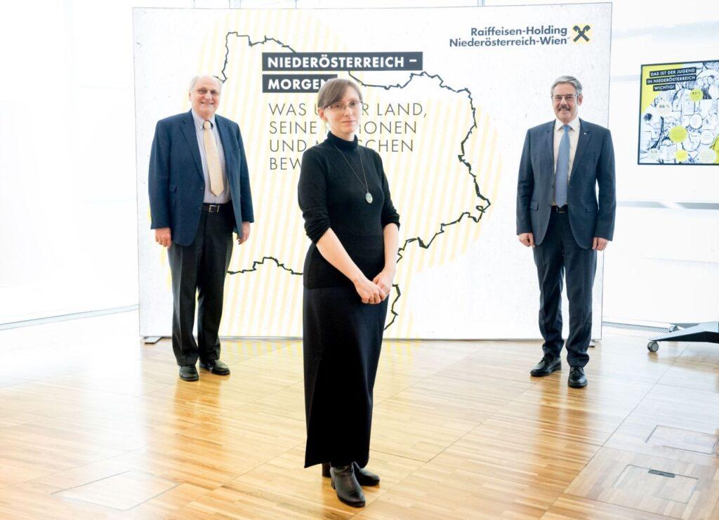 WIFO-Leiter Prof. Christoph Badelt, Studienautorin Sandra Bilek-Steindl und Obmann der Raiffeisen-Holding NÖ-Wien Erwin Hameseder